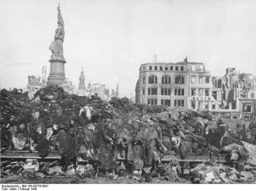 Dresden 1945, body pile awaiting cremation