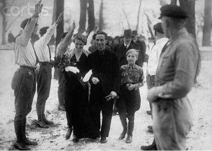 Goebbels wedding, Hitler in back